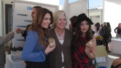 JULIANNA AND JENNESSA ROSE AT THE WOW GIFTING SUITE WITH LIFE EXTENSIONS