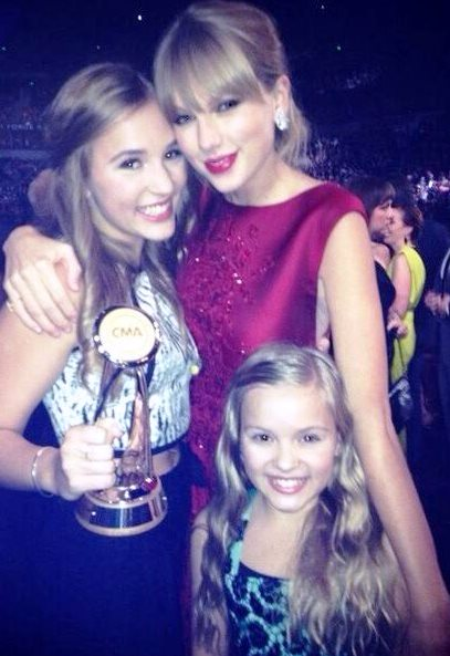 Lennon and Maisy with Taylor Swift at the 2013 Country Music Awards