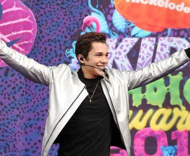 Austin Mahone performs on the Orange Carpet at the Kids Choice Awards 2014